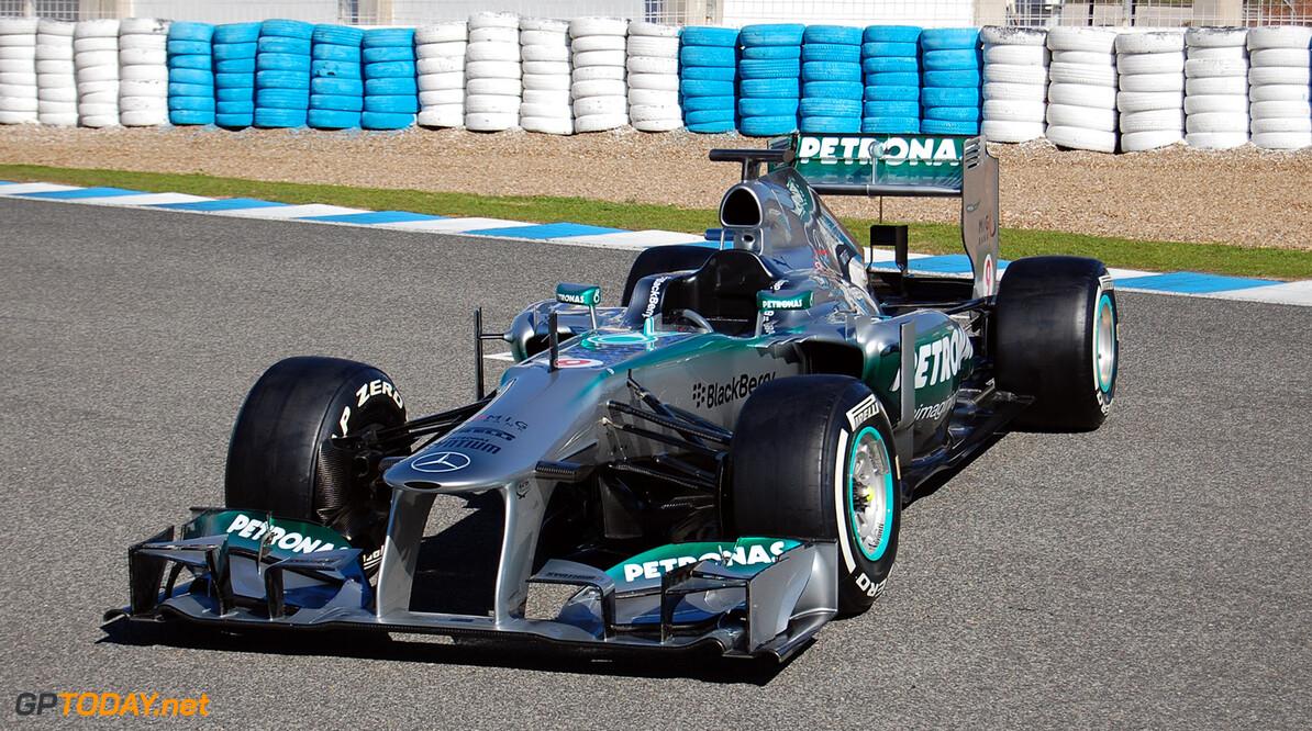 Hamilton parkeert nieuwe Mercedes op circuit van Jerez
