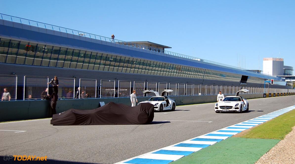 Mercedes onthult nieuwe W06 op eerste testdag