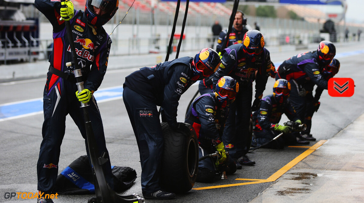 160867105KR00024_F1_Testing MONTMELO, SPAIN - FEBRUARY 22:  Mechanics wait for Mark Webber of Australia and Infiniti Red Bull Racing to pull in for a pitstop during day four of Formula One winter test at the Circuit de Catalunya on February 22, 2013 in Montmelo, Spain.  (Photo by Mark Thompson/Getty Images) F1 Testing in Barcelona - Day Four Mark Thompson Montmelo Spain  Formula One Racing Barcelona
