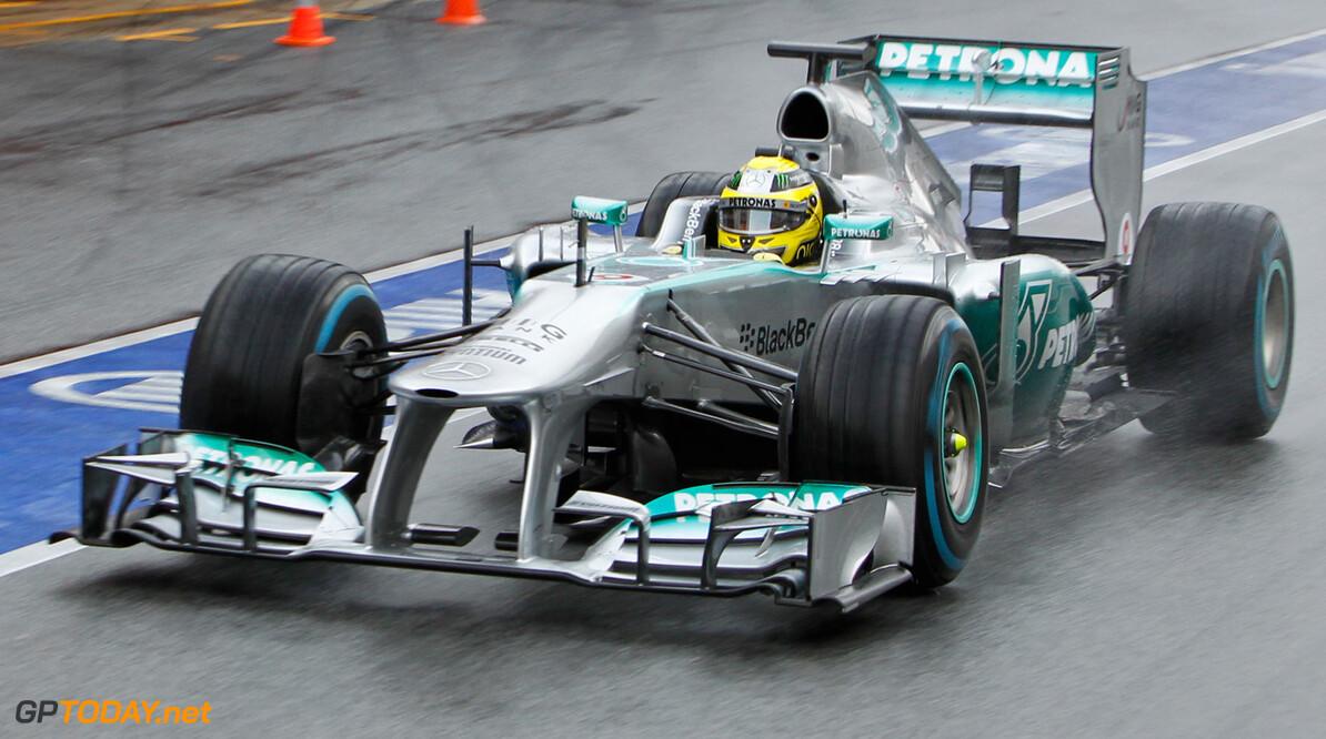 VT2: Rosberg regeert op regenachtige eerste dag