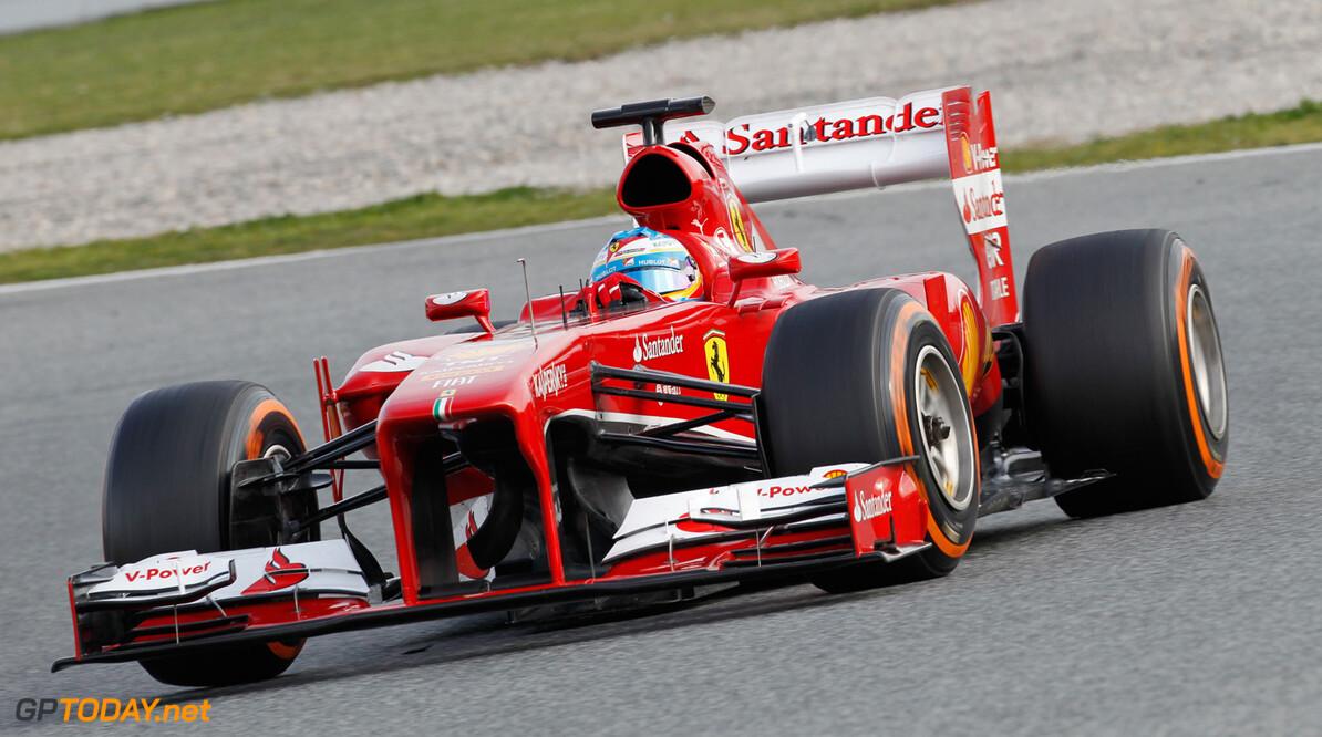 Alonso rijdt met gemak naar de overwinning
