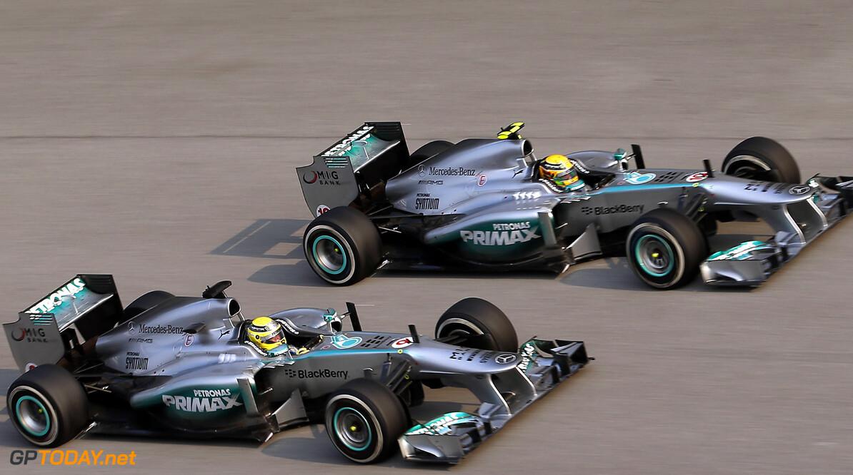 """McNish: """"Hamilton al in de armen gesloten door Mercedes"""""""