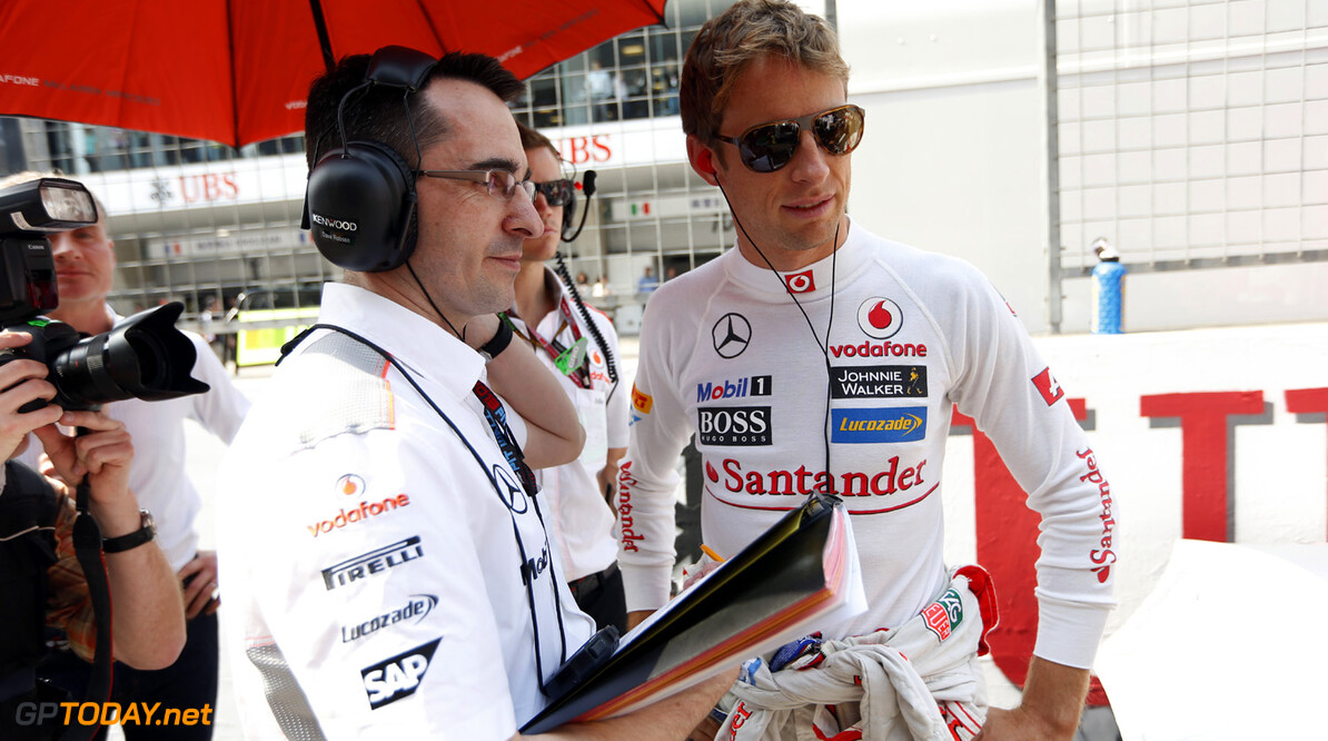 Jenson Button and Dave Robson on the grid.
