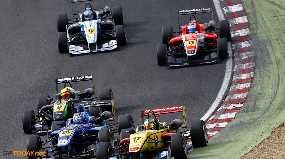 FIA Formula 3 European Championship, round 4, race 2, Brands Hat 9 Lucas Wolf (D, URD Rennsport, Dallara F312 Mercedes), 26 Nicholas Latifi (CDN, Carlin, Dallara F312 Volkswagen), 17 Antonio Giovinazzi (I, Double R Racing, Dallara F312 Mercedes), FIA Formula 3 European Championship, round 4, race 2, Brands Hatch (GB) - 17. - 19. May 2013 FIA Formula 3 European Championship, round 4, race 2, Brands Hatch (GB) JT Brands Hatch Great Britain