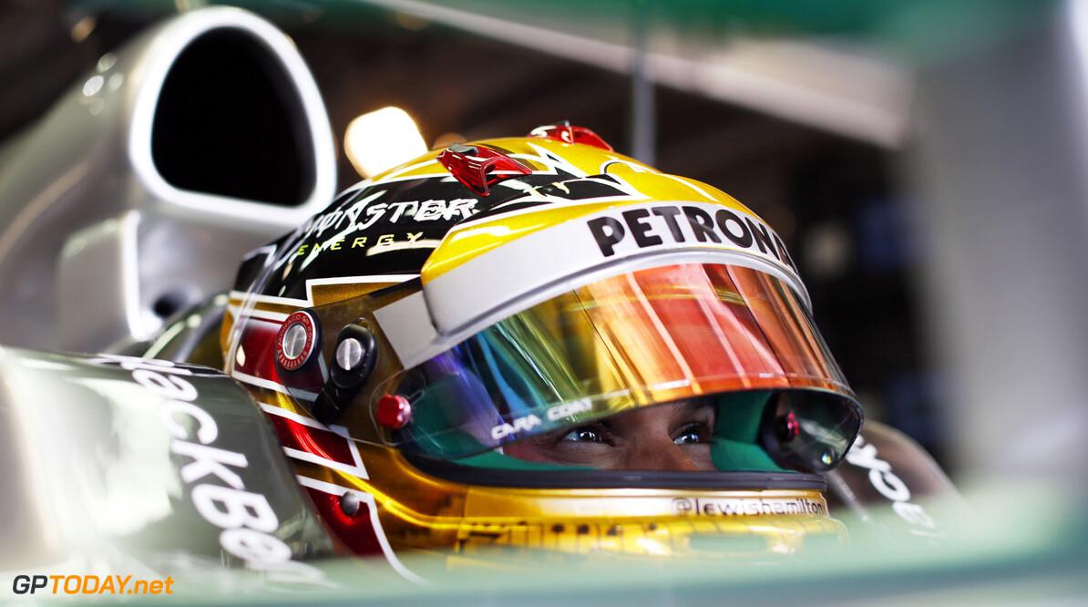 Hamilton schrok zich een hoedje van geparkeerde Ferrari