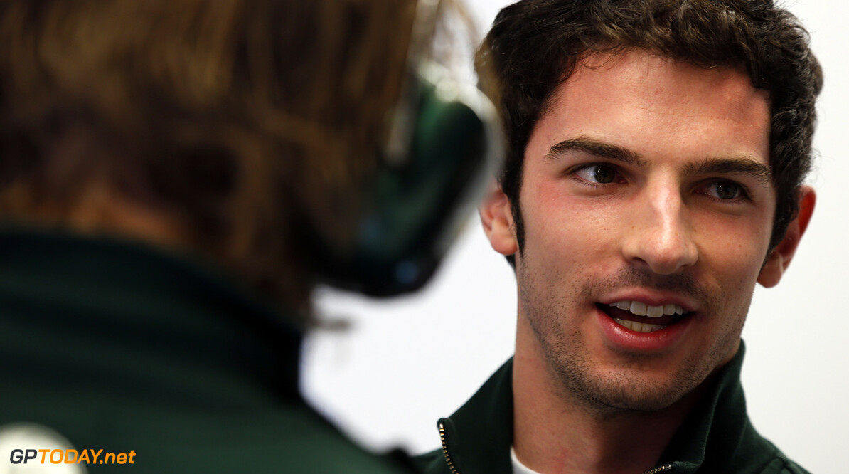 Caterham gunt Alexander Rossi vrije training in eigen land