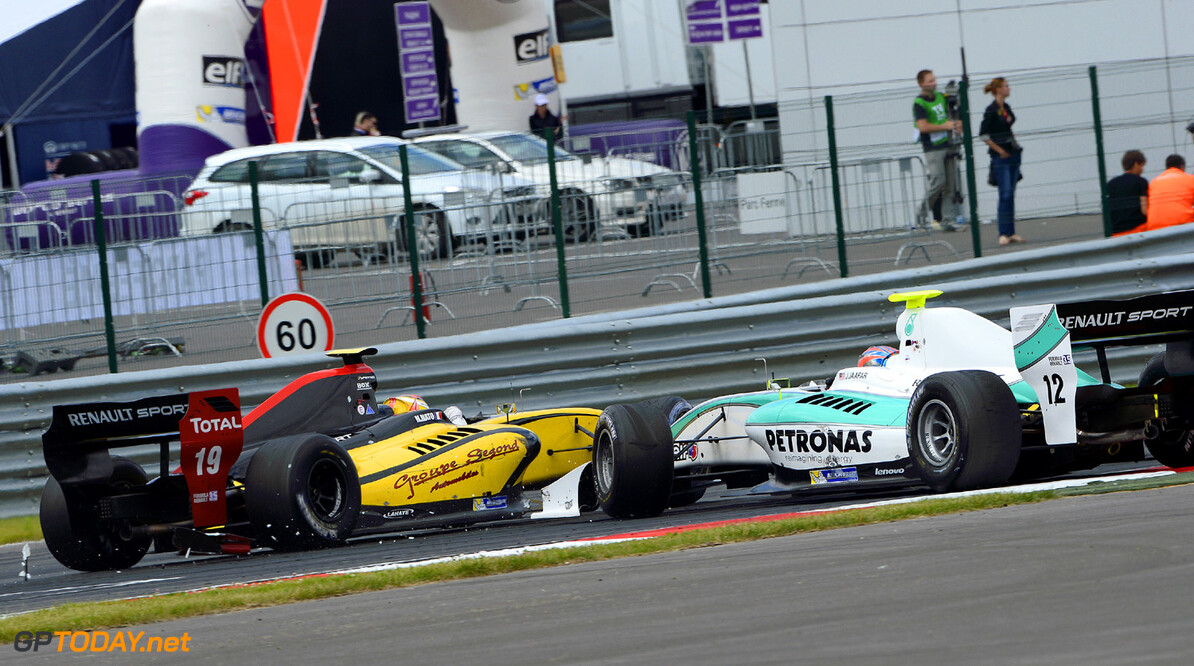 MOTORSPORT -  WORLD SERIES BY RENAULT 2013  - MOSCOW RACEWAY (RUS) - 21 TO 23/06/2013 - PHOTO ERIC VARGIOLU / DPPI - 12 JAAFAR JAZEMAN (MAS) - CARLIN - FORMULE RENAULT 3.5 - ACTION CRASH AUTO - WORLD SERIES RENAULT MOSCOW RACEWAY 2013 ERIC VARGIOLU MOSCOU RUSSIA  Auto Car CHAMPIONNAT Europe FORMULES MOSCOU Motorsport RENAULT SPORT RUSSIE series Sport VOITURES WORLD WSR