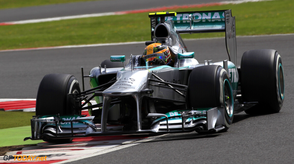 FP1: Mercedes dictates the pace, troubles for Alonso