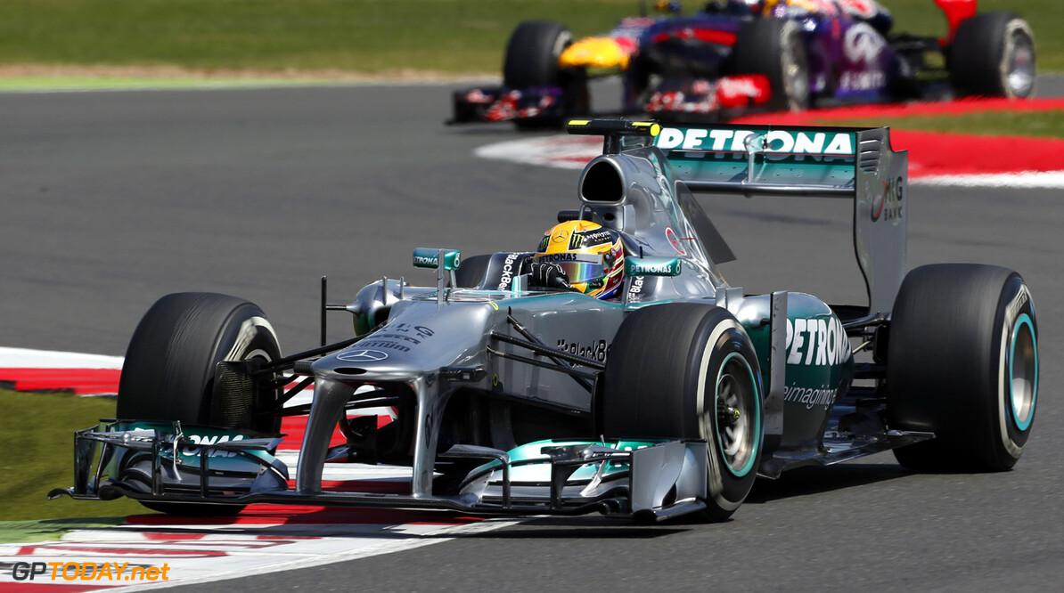Hamilton pakt eerste overwinning met Mercedes in Hongarije