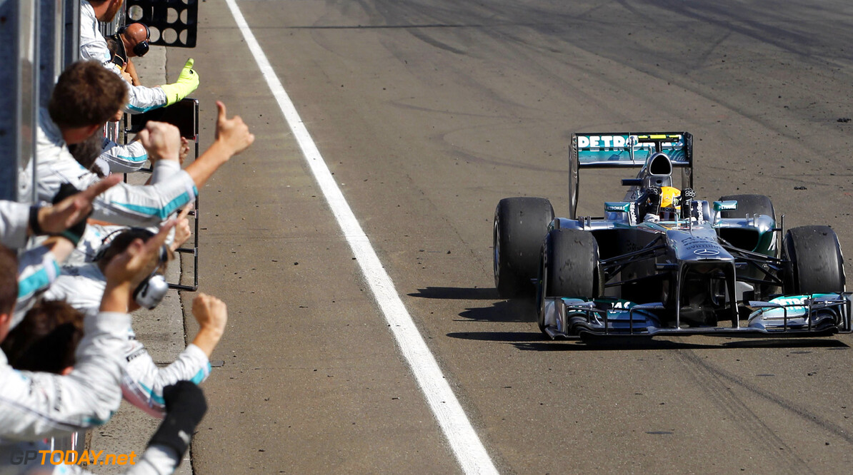 Hamilton warmly welcomes compliments from Lauda