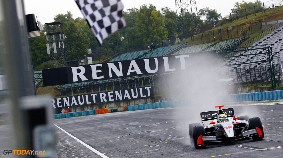 MOTORSPORT -  WORLD SERIES BY RENAULT 2013  - HUNGARORING - BUDAPEST (HON) - 15/09/2013 - PHOTO GREGORY LENORMAND / DPPI - 18 MULLER NICO (SUI) - INTERNATIONAL DRACO RACING - FORMULE RENAULT 3.5 - ACTION FINISH AUTO - WORLD SERIES BY RENAULT HUNGARORING 2013 GREGORY LENORMAND BUDAPEST HUNGARY  Auto Car CHAMPIONNAT Europe FORMULES HONGRIE Motorsport RENAULT SPORT series Sport VOITURES WORLD WSR