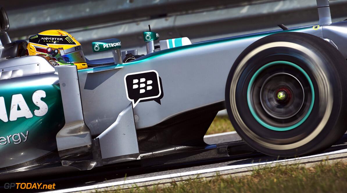 VT1: Mercedes voorlopig voor Red Bull Racing in Japan