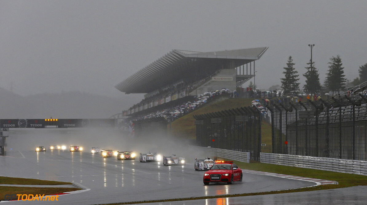 MOTORSPORT - WORLD ENDURANCE CHAMPIONSHIP 2013 - 6 HOURS OF FUJI - JAPAN - 17 TO 20/10/2013 - PHOTO CLEMENT MARIN / DPPI - START / ACTION SAFETY CAR - RAIN AUTO - WEC 6 HOURS OF FUJI 2013 CLEMENT MARIN FUJI JAPAN  6 HEURES DU FUJI 6H 6H DU FUJI ASIE Auto Car ELMS ilmc JAPON LE MANS MONT FUJI MOTORSPORTS NIPPON series Sport