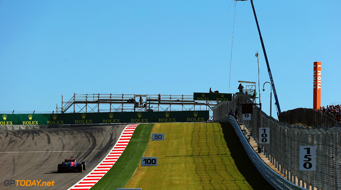 166989390KR00294_F1_Grand_P AUSTIN, TX - NOVEMBER 15:  General view of the rise leading to the first corner during practice for the United States Formula One Grand Prix at Circuit of The Americas on November 15, 2013 in Austin, United States.  (Photo by Mark Thompson/Getty Images) F1 Grand Prix of USA - Practice Mark Thompson Austin United States  F1 Formula One