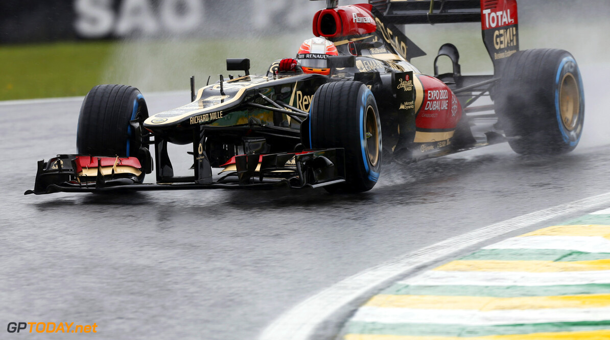 Grosjean not sure if Lotus' money problems are solved