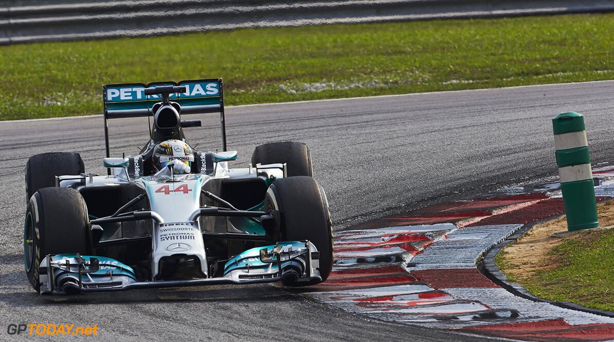 VT2: Mercedes een volle seconde los van de rest