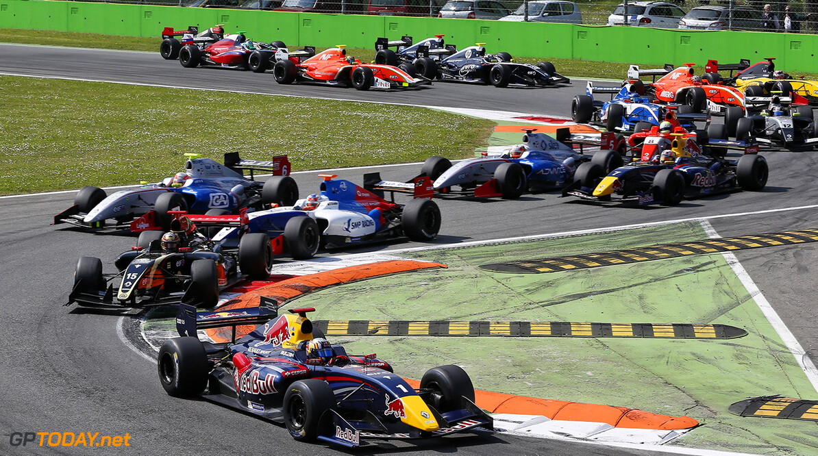 Start of the second race during the 2014  of World Series by Renault,  FR 35 race on April 13, 2014 in Monza, Italy. Photo Alexandre Guillaumot / DPPI AUTO - WSR FR 3.5 MONZA 2014 ALEXANDRE GUILLAUMOT MONZA ITALIE  Auto Car FR Formula Renault FR 3.5 MONOPLACE Motorsport Race UNIPLACE WSR WORLD SERIES BY RENAULT 2014 APRIL AVRIL
