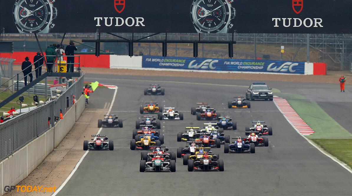 FIA Formula 3 European Championship, round 1, race 3, Silverston Start of the race, 25 Antonio Fuoco (ITA, Prema Powerteam, Dallara F312 - Mercedes), 2 Esteban Ocon (FRA, Prema Powerteam, Dallara F312 - Mercedes), 31 Tom Blomqvist (GBR, Jagonya Ayam with Carlin, Dallara F312 - Volkswagen), 1 Nicholas Latifi (CAN, Prema Powerteam, Dallara F312 - Mercedes), FIA Formula 3 European Championship, round 1, race 3, Silverstone (GBR) - 18. - 20. April 2014 FIA Formula 3 European Championship, round 1, race 3, Silverstone (GBR) Thomas Suer Silverstone Great Britain