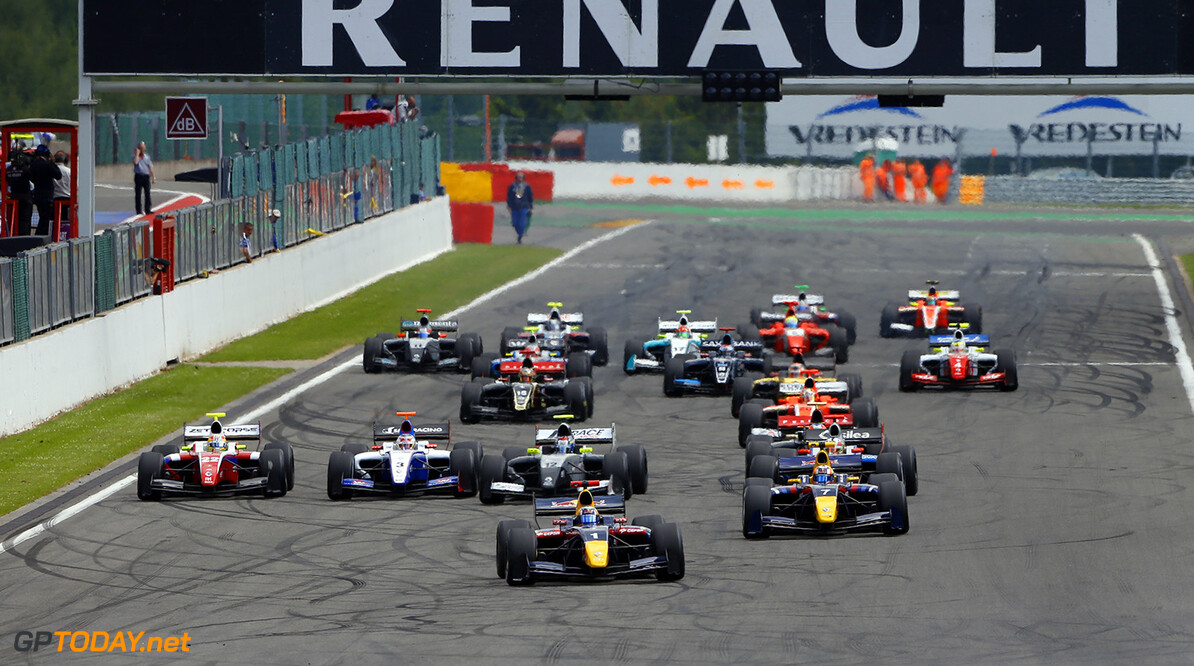 Start formula 3.5 during the 2014 World Series by Renault, on from may 30th to June 1st  2014, at Spa Francorchamps, Belgium. Photo Frederic Le Floc'h / DPPI AUTO - WSR SPA-FRANCORCHAMPS 2014 FREDERIC LE FLOC'H SPA-FRANCORCHAMPS BELGIQUE  2014 AUTO BELGIQUE Car FORMULA RENAULT FR FR 3.5 MAY MONOPLACE MOTORSPORT Mai Race UNIPLACE WORLD SERIES BY RENAULT WSR