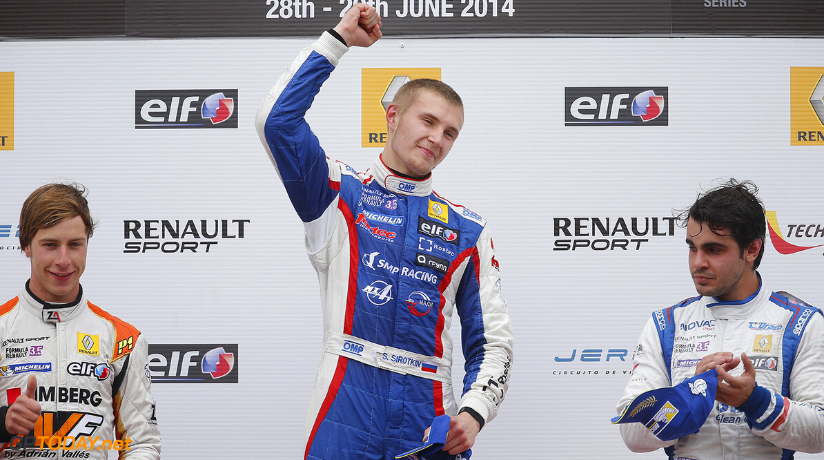 SIROTKIN Sergey (Rus) Formula Renault 3.5 Fortec Motorsports ambiance podium during the 2014 World Series by Renault, on from June 27th to June 29th  2014, at Moscow Raceway, Russia. Photo Jean Michel Le Meur / DPPI AUTO - WSR MOSCOW RACEWAY 2014 JEAN MICHEL LE MEUR Moscow Russia  2014 Auto Russie Car FORMULA RENAULT FR FR 3.5 MONOPLACE Motorsport Race UNIPLACE WORLD SERIES BY RENAULT WSR