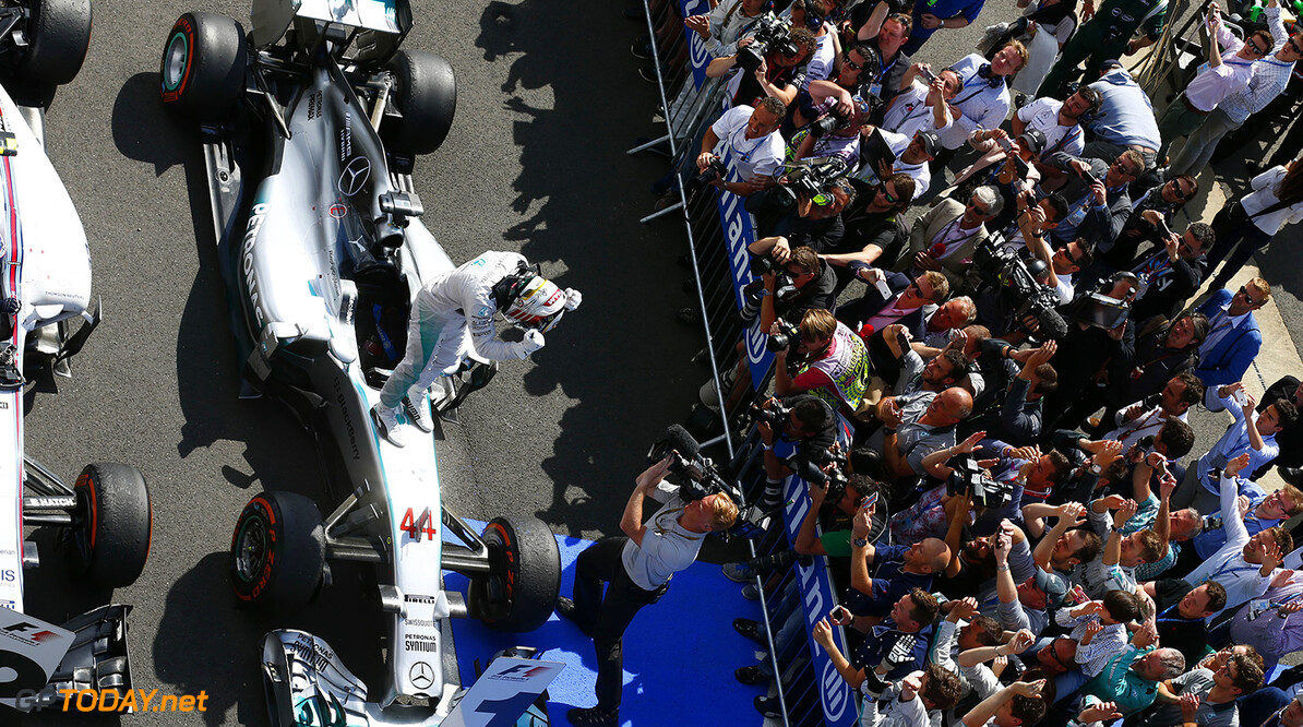 Wolff schedules contract talks with Hamilton for Monday