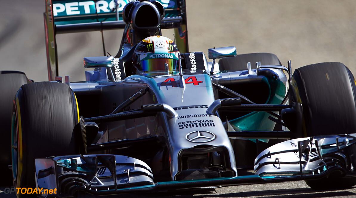 Hamilton slams Pirelli tyres