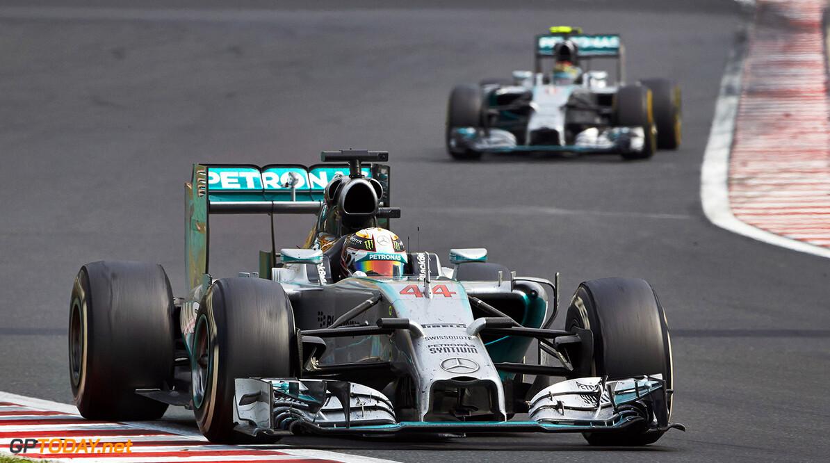 Rosberg trying to put Hamilton under pressure