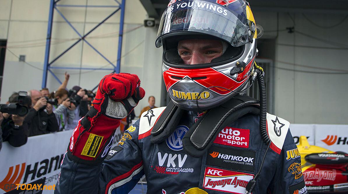 <b>Video:</b> English press about Max Verstappen