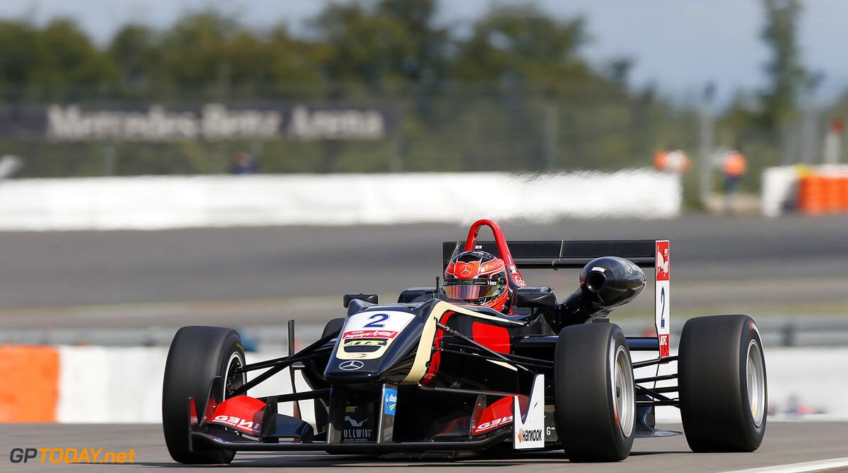 Ocon op pole position in Imola, Verstappen vijfde