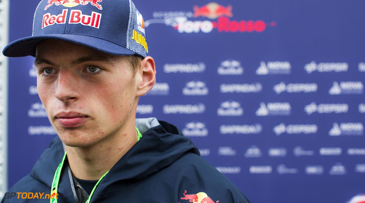 Max Verstappen verzet zinnen met indoor skydiven