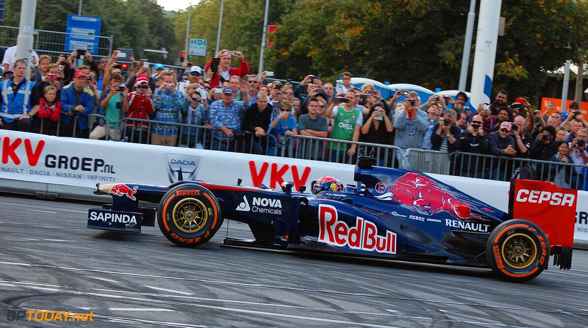 <b>Video:</b> Ook deze coureurs crashten ooit tijdens een demo-run met F1-auto