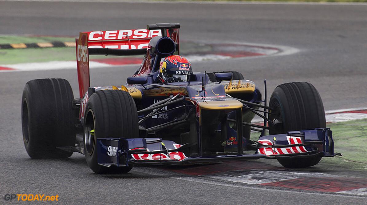 Max Verstappen test STR7 op zeer nat Imola