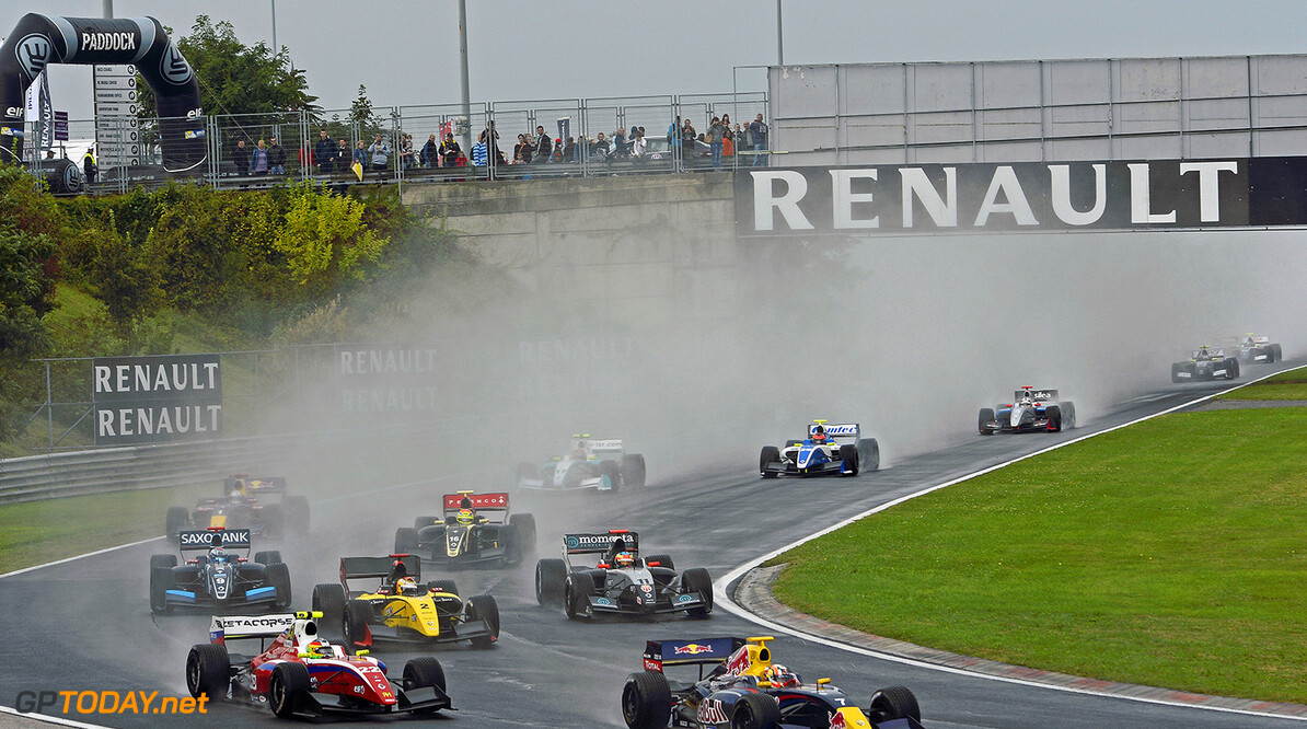 START - DEPART during the 2014 World Series by Renault, on from September 12th to 14th 2014, at Hungaroring, Budapest, Hungary. Photo Eric Vargiolu / DPPI AUTO - WSR HUNGARORING 2014 Eric Vargiolu Budapest Hungary  2014 hongrie Auto Car CHAMPIONNAT Europe FORMULA RENAULT FORMULES FR FR 3.5 MONOPLACE Motorsport Race RENAULT SPORT series Sport UNIPLACE VOITURES WORLD WORLD SERIES BY RENAULT WSR