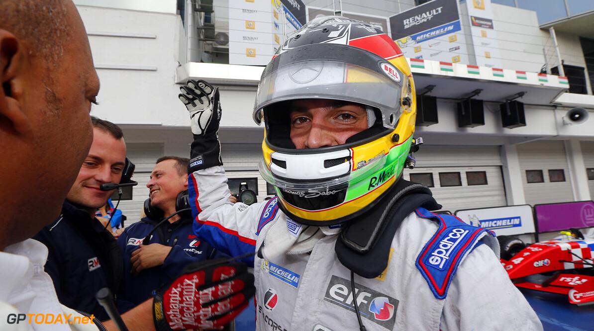 Pons trekt Roberto Merhi aan