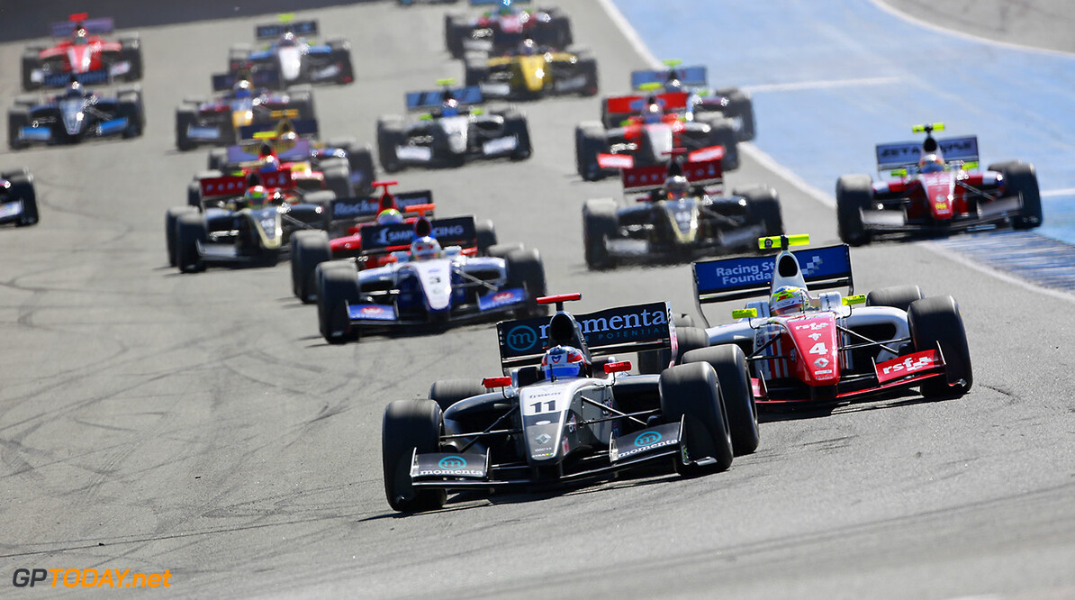 11 STEVENS Will (Gbr) Formula Renault 3.5 Strakka Racing action, start during the 2014 World Series by Renault from October 17th to 19th 2014, at Jerez, Spain. Photo Antonin Grenier / DPPI AUTO - WSR JEREZ 2014 Antonin Grenier Jerez Spain  2014 Espagne Auto Car CHAMPIONNAT Europe FORMULA RENAULT FORMULES FR FR 3.5 MONOPLACE Motorsport Race RENAULT SPORT series Sport UNIPLACE VOITURES WORLD WORLD SERIES BY RENAULT WSR Octobre October