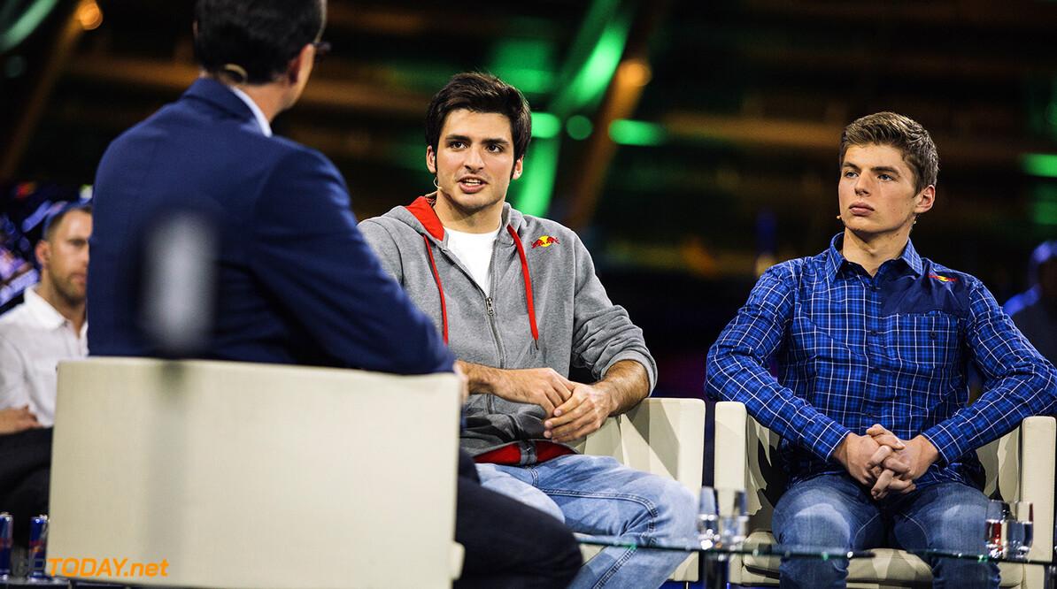 Sainz jr bezoekt fabriek in Faenza en past stoeltje