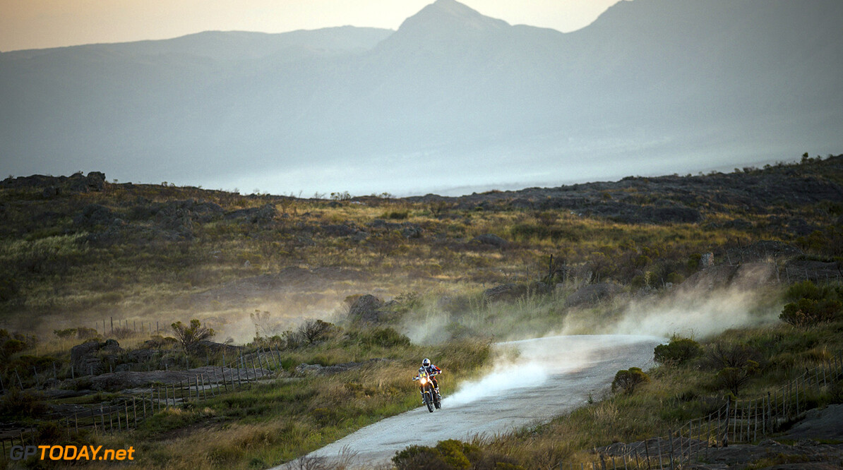 Sam Sunderland races during the 2nd stage of Rally Dakar 2015 from  Villa Carlos Paz to San Juan, Argentina on January 5th, 2015 // Marcelo Maragni/Red Bull Content Pool // P-20150105-00151 // Usage for editorial use only // Please go to www.redbullcontentpool.com for further information. //  Sam Sunderland - Action     P-20150105-00151