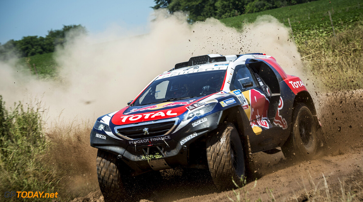 Carlos Sainz races during the 1st stage of Rally Dakar 2015 from Buenos Aires to Villa Carlos Paz, Argentina on January 4th, 2015 // Marcelo Maragni/Red Bull Content Pool // P-20150104-00121 // Usage for editorial use only // Please go to www.redbullcontentpool.com for further information. //  Carlos Sainz - Action     P-20150104-00121