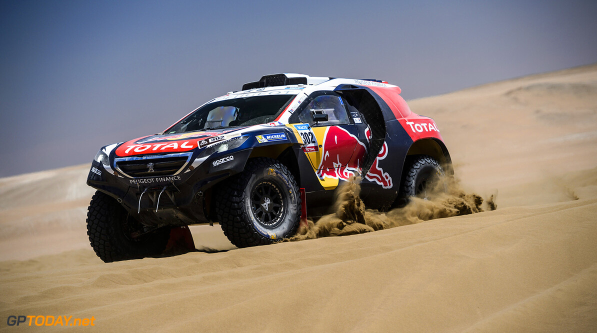 Stephane Peterhansel  races during the 6th stage of Rally Dakar 2015 from Antofagasta to Iquique, Chile on January 9th, 2015 Peugeot returns to Dakar // Marcelo Maragni/Red Bull Content Pool // P-20150109-00352 // Usage for editorial use only // Please go to www.redbullcontentpool.com for further information. //  Stephane Peterhansel - Action     P-20150109-00352
