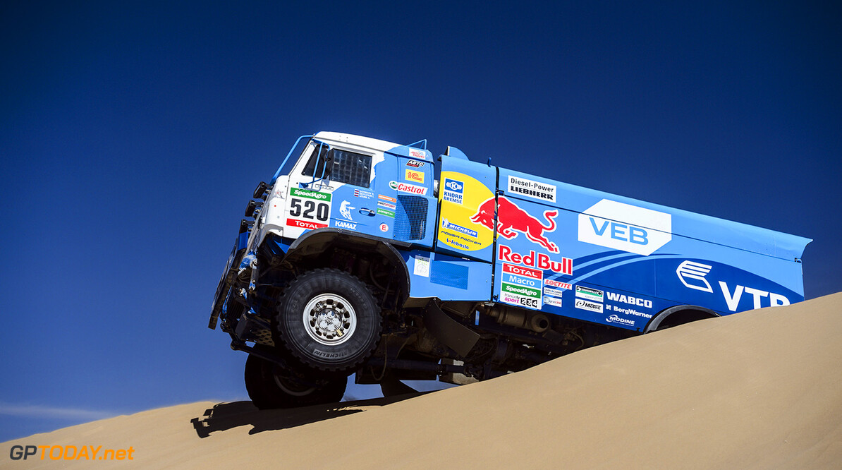 Dmitry Sotnikov races during the 6th stage of Rally Dakar 2015 from Antofagasta to Iquique, Chile on January 9th, 2015 // Marcelo Maragni/Red Bull Content Pool // P-20150109-00356 // Usage for editorial use only // Please go to www.redbullcontentpool.com for further information. //  Dmitry Sotnikov - Action     P-20150109-00356