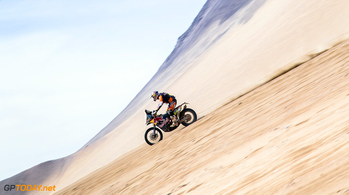 Marc Coma performs down the Iquique dune before arriving at the bivouac during the stage 8 of Rally Dakar 2015 from Uyuni, Bolivia to Iquique, Chile on January 12th, 2015  // Flavien Duhamel/Red Bull Content Pool // P-20150113-00030 // Usage for editorial use only // Please go to www.redbullcontentpool.com for further information. //  Marc Coma  - Action Flavien Duhamel    P-20150113-00030
