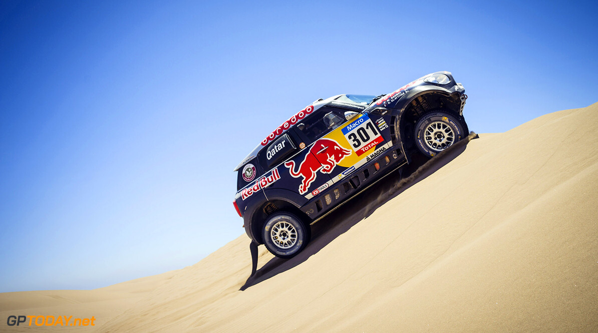 Nasser Al-Attiyah races during the 6th stage of Rally Dakar 2015 from Antofagasta to Iquique, Chile on January 9th, 2015 // Marcelo Maragni/Red Bull Content Pool // P-20150109-00353 // Usage for editorial use only // Please go to www.redbullcontentpool.com for further information. //  Nasser Al-Attiyah - Action     P-20150109-00353