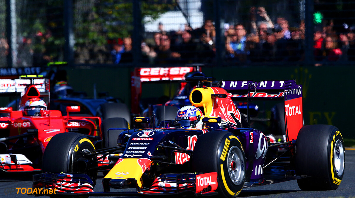MELBOURNE, AUSTRALIA - MARCH 15:  Daniel Ricciardo of Australia and Infiniti Red Bull Racing drives during the Australian Formula One Grand Prix at Albert Park on March 15, 2015 in Melbourne, Australia.  (Photo by Robert Cianflone/Getty Images) // Getty Images/Red Bull Content Pool // P-20150315-00129 // Usage for editorial use only // Please go to www.redbullcontentpool.com for further information. //  Australian F1 Grand Prix Robert Cianflone Melbourne Australia  P-20150315-00129