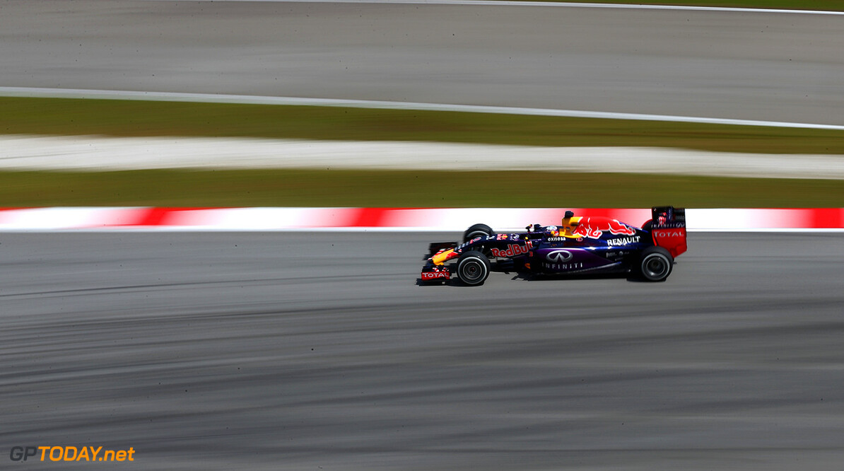 KUALA LUMPUR, MALAYSIA - MARCH 27:  Daniel Ricciardo of Australia and Infiniti Red Bull Racing drives during practice for the Malaysia Formula One Grand Prix at Sepang Circuit on March 27, 2015 in Kuala Lumpur, Malaysia.  (Photo by Clive Mason/Getty Images) // Getty Images/Red Bull Content Pool // P-20150327-00388 // Usage for editorial use only // Please go to www.redbullcontentpool.com for further information. //  F1 Grand Prix of Malaysia - Practice Clive Mason Sepang Malaysia  P-20150327-00388