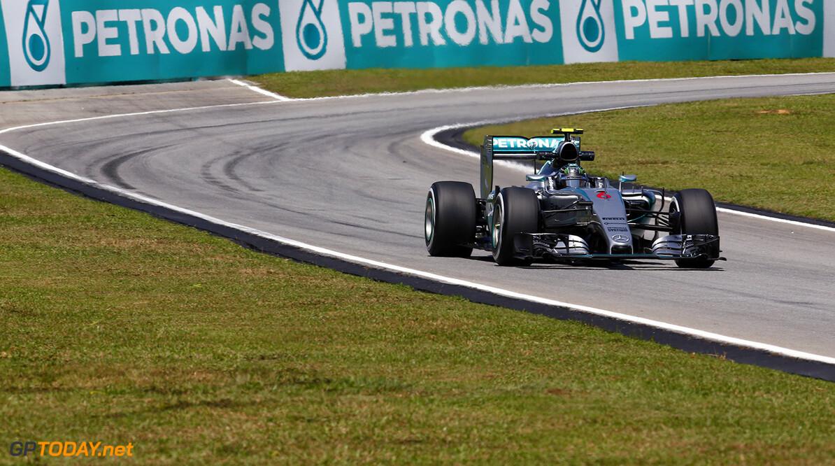 'Mercedes worstelt in hitte met achterbanden'