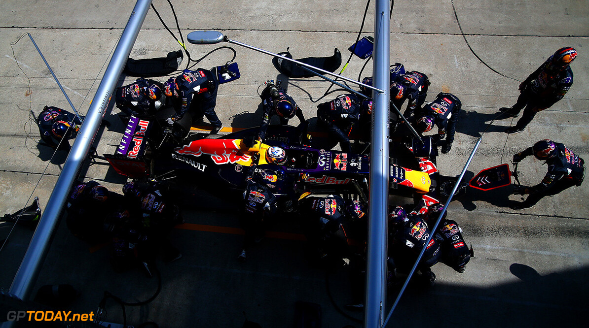 KUALA LUMPUR, MALAYSIA - MARCH 29:  Daniel Ricciardo of Australia and Infiniti Red Bull Racing makes a pit stop during the Malaysia Formula One Grand Prix at Sepang Circuit on March 29, 2015 in Kuala Lumpur, Malaysia.  (Photo by Dan Istitene/Getty Images) // Getty Images/Red Bull Content Pool // P-20150329-00129 // Usage for editorial use only // Please go to www.redbullcontentpool.com for further information. //  F1 Grand Prix of Malaysia Dan Istitene Sepang Malaysia  P-20150329-00129