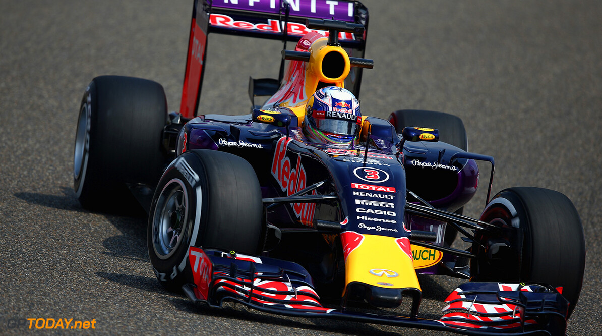 SHANGHAI, CHINA - APRIL 10:  Daniel Ricciardo of Australia and Infiniti Red Bull Racing drives during practice for the Formula One Grand Prix of China at Shanghai International Circuit on April 10, 2015 in Shanghai, China.  (Photo by Clive Mason/Getty Images) // Getty Images/Red Bull Content Pool // P-20150410-00068 // Usage for editorial use only // Please go to www.redbullcontentpool.com for further information. //  F1 Grand Prix of China - Practice Clive Mason Shanghai China  P-20150410-00068