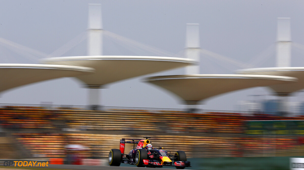SHANGHAI, CHINA - APRIL 10:  Daniel Ricciardo of Australia and Infiniti Red Bull Racing drives during practice for the Formula One Grand Prix of China at Shanghai International Circuit on April 10, 2015 in Shanghai, China.  (Photo by Clive Mason/Getty Images) // Getty Images/Red Bull Content Pool // P-20150410-00307 // Usage for editorial use only // Please go to www.redbullcontentpool.com for further information. //  F1 Grand Prix of China - Practice Clive Mason Shanghai China  P-20150410-00307