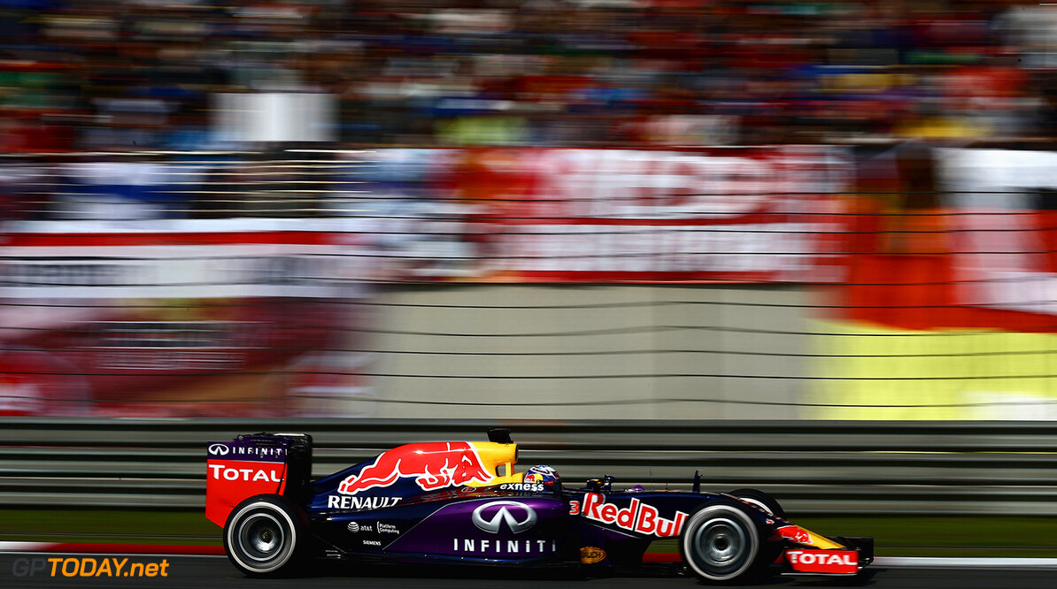 SHANGHAI, CHINA - APRIL 12:  Daniel Ricciardo of Australia and Infiniti Red Bull Racing drives during the Formula One Grand Prix of China at Shanghai International Circuit on April 12, 2015 in Shanghai, China.  (Photo by Clive Mason/Getty Images) // Getty Images/Red Bull Content Pool // P-20150412-00134 // Usage for editorial use only // Please go to www.redbullcontentpool.com for further information. //  F1 Grand Prix of China Clive Mason Shanghai China  P-20150412-00134