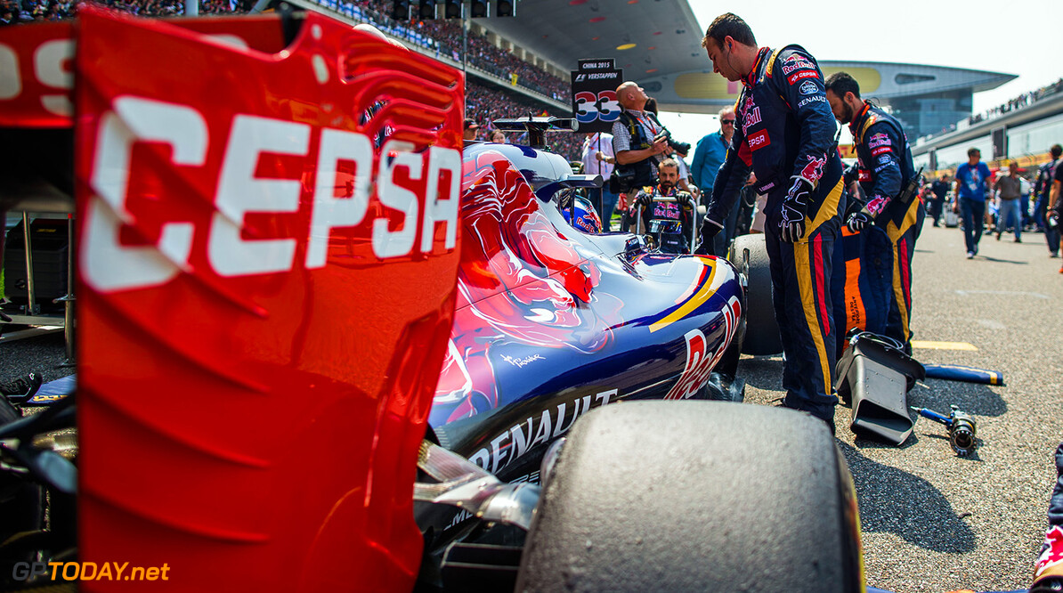 527734581PF017_F1_Grand_Pri SHANGHAI, CHINA - APRIL 12:  Max Verstappen of Scuderia Toro Rosso and The Netherlands during the Formula One Grand Prix of China at Shanghai International Circuit on April 12, 2015 in Shanghai, China.  (Photo by Peter Fox/Getty Images) *** Local Caption *** Max Verstappen F1 Grand Prix of China Peter Fox Shanghai China  Formula One Racing formula 1 Auto Racing Formula 1 Grand Prix of China Chinese Formula One Grand Prix Formula One Grand Prix